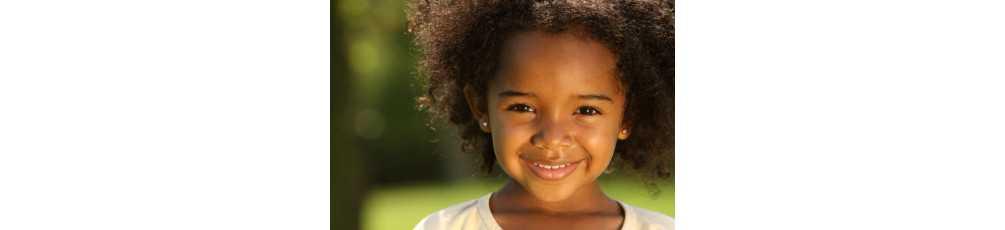 Soin pour le visage des enfants noires et métissées
